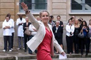 533457-l-ancienne-ministre-de-l-ecologie-delphine-batho-le-3-juillet-2013-sur-le-parvis-du-ministere-de-l-e